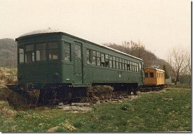 コハ051(手前)、電動排雪車